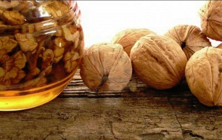 Mierea si nucile, beneficii MIRACULOASE pentru stomac, inimă, sistemul nervos!